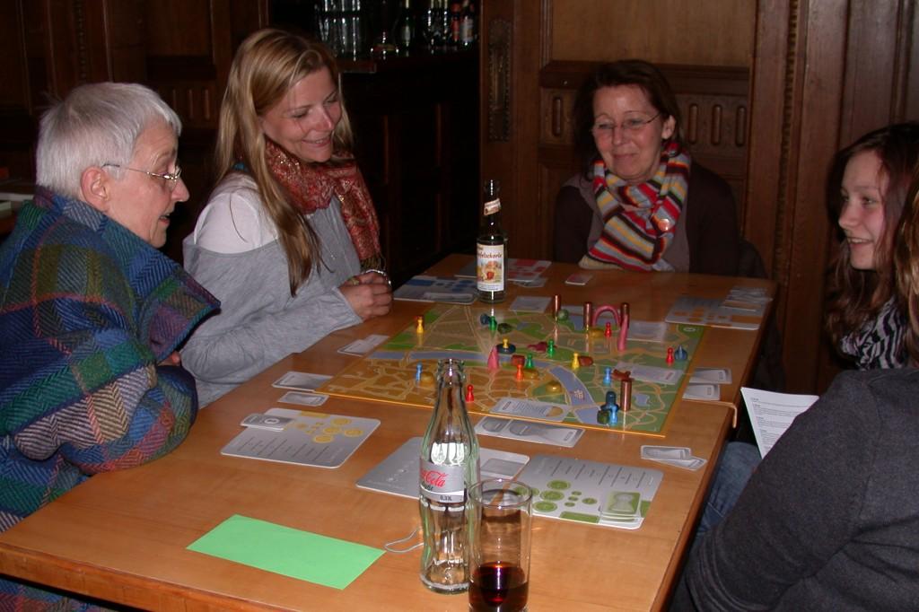 Spielrunde beim Quartiersbeirat Iserbrook